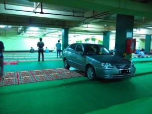mobil di mesjid 3