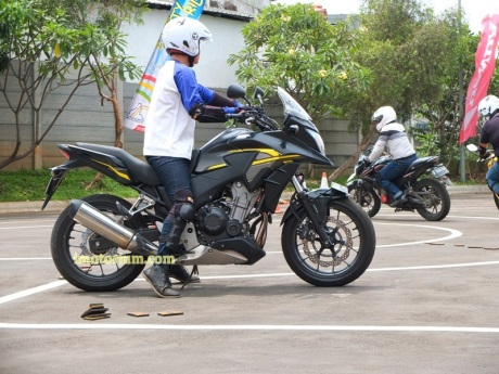 Honda CB500X review imotorium.com