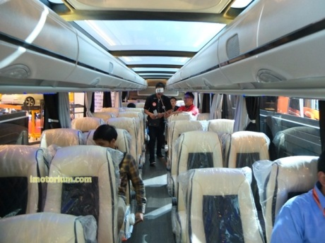 imotorium Adiputro Bus GIIAS 2016 (7)