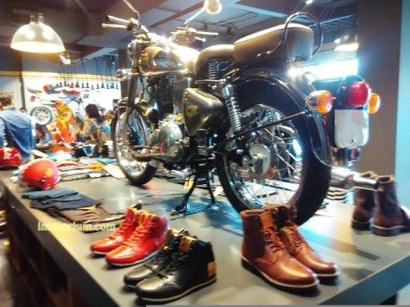 imotorium Royal Enfield Showroom (22)