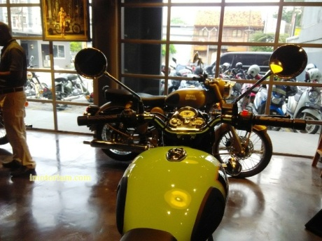imotorium Royal Enfield Showroom (24)