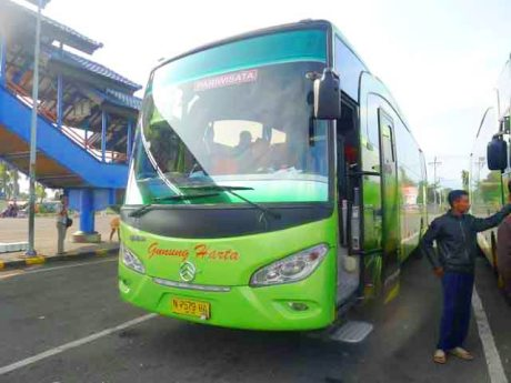 PO Gunung Harta bus imotorium (3) Golden Dragon